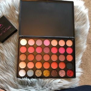 I Bring Nothing to The Table Eyeshadow Palette